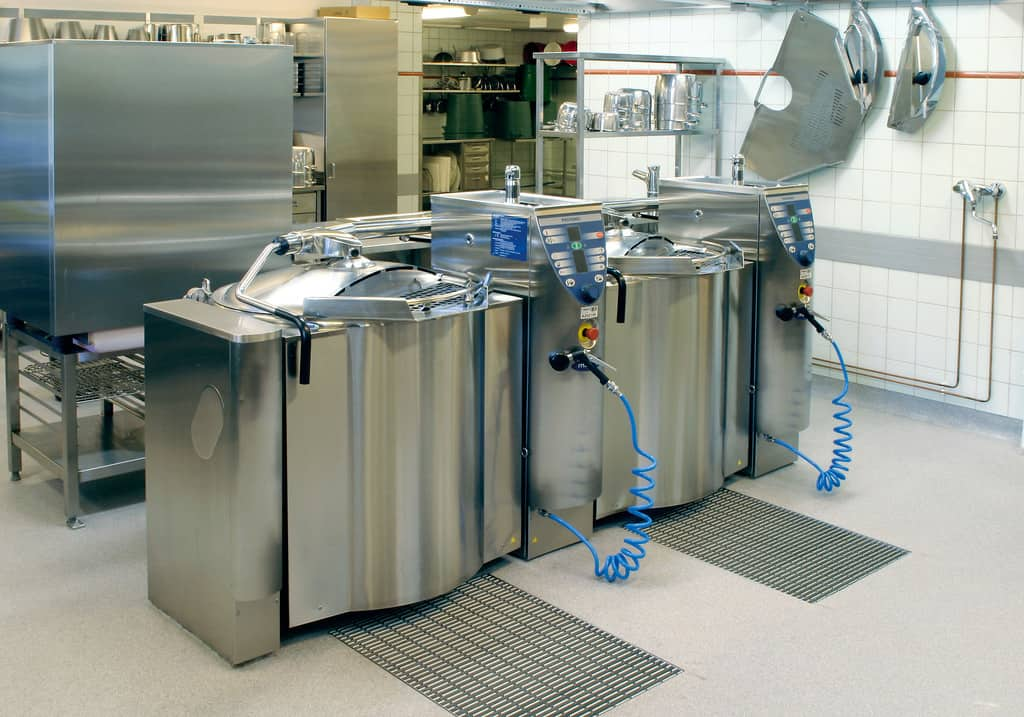 Mixer kettles offer versatility and bulk cooking